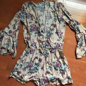 American Eagle long sleeve romper. Size small.